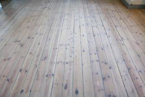 Sæt stuer og værelser flot i stand med en gulvafslibning